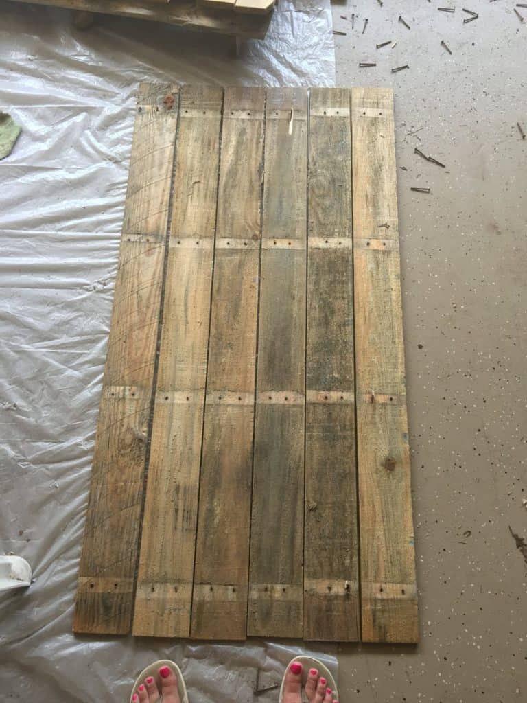 picnic table top out of wood pallet