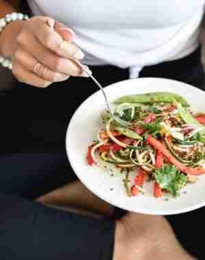 Salute delle donne, modi semplici per vivere meglio, fitness, salute, esercizio fisico, perdita di peso, mangiare cibi giusti e sani