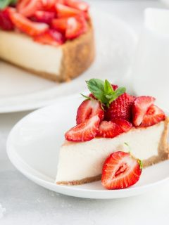 Ketogenic cheesecake with strawberries.